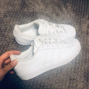 😍 White Adidas Superstar shell toe - 7.5 😍